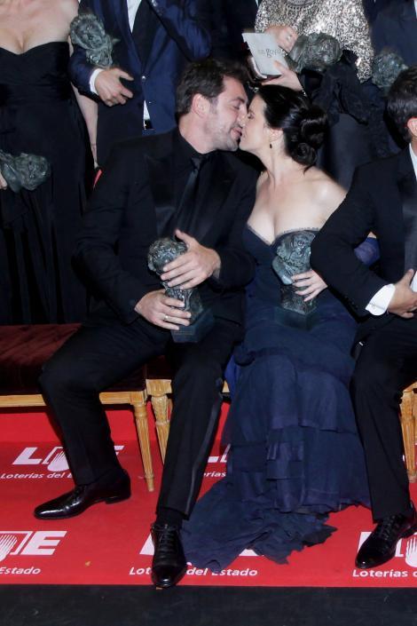 FOTO! Penelope Cruz si Javier Bardem, afectuosi in public