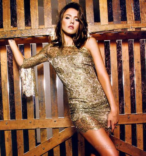 Jessica Alba, sexy in revista Glamour