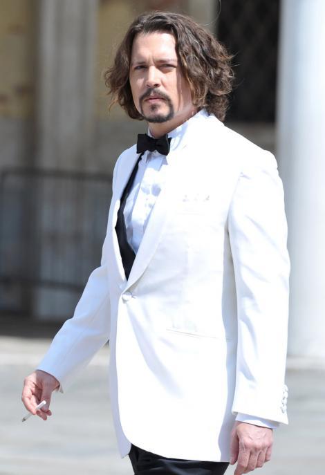 """Johnny Depp: """"Statutul de sex simbol este un mister pentru mine"""""""