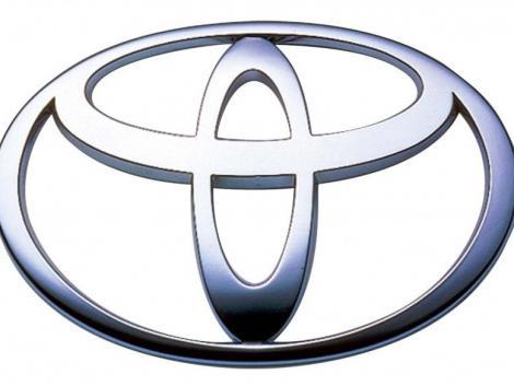 Din nou acceleratia: Toyota recheama 2,2 mil. de vehicule in SUA