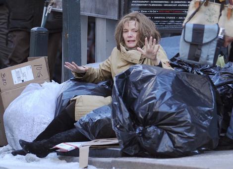 """Michelle Pfeiffer, """"gunoiera"""" in New York"""