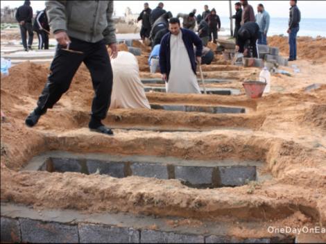 SOCANT: Libienii ingroapa sute de morti pe plaja din Tripoli