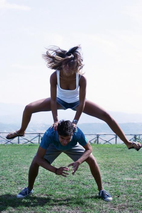 Studiu: Frumusetea partenerei influenteaza durata unei relatii