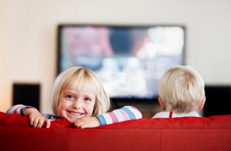 Tu cat timp iti lasi copilul in fata televizorului?