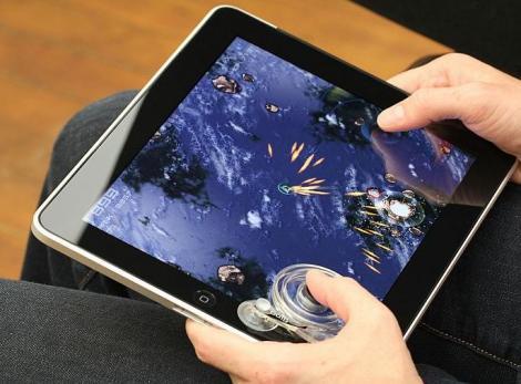 FOTO! A aparut joystick-ul pentru tableta iPad!