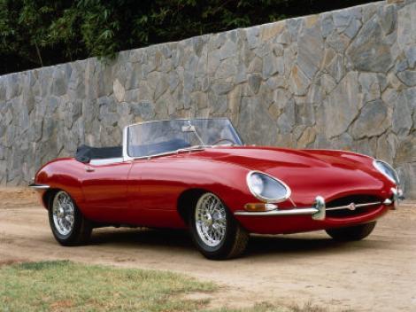 Legendarul Jaguar E-Type aniverseaza 50 de ani