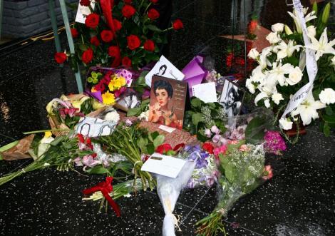 Elizabeth Taylor a intarziat intentionat la propria inmormantare