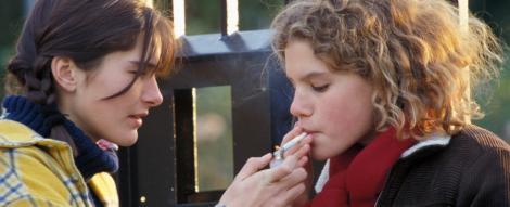 Studiu: Fumatul la varste fragede, strans legat de tentatia consumului de droguri