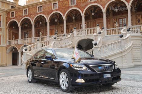 """Albert de Monaco se duce cu un motor hibrid la """"nunta secolului"""""""