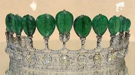 VIDEO! Diadema de peste 5 milioane de dolari, cu smaralde si diamante, scoasa la licitatie