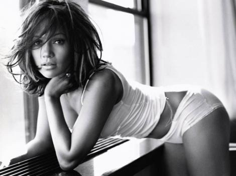 Jennifer Lopez, desemnata cea mai frumoasa femeie a anului