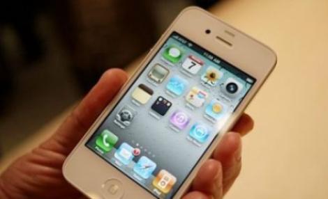 iPhone 4, in sfarsit disponibil pe alb!