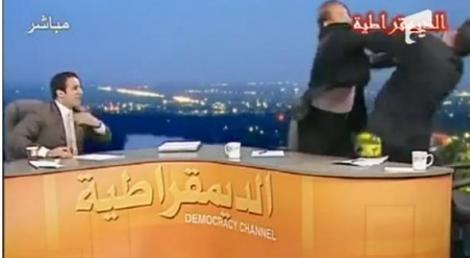 VIDEO! Doi politicieni irakieni s-au batut la televizor
