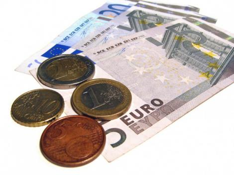 Romanii au preferat sa economiseasca in valuta