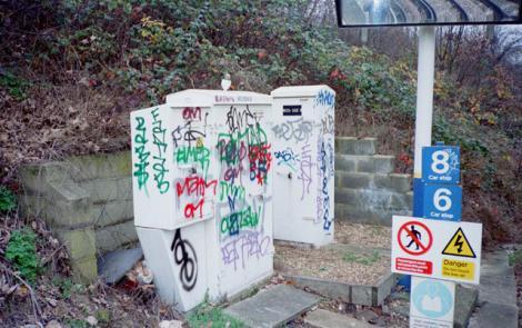 Graffiti-ul, responsabil de accentuarea atitutdinilor rasiste si homofobe