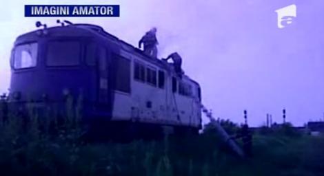 VIDEO! O locomotiva a luat foc in judetul Dambovita