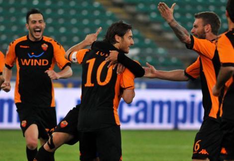 Totti a marcat golul 206 in Serie A, depasindu-l pe Roberto Baggio