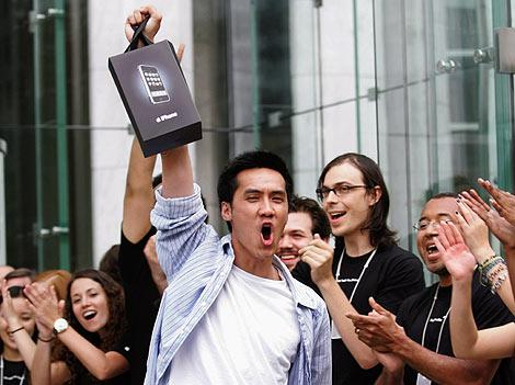 Cultul Apple - celebrul brand, ca o religie pentru adeptii sai
