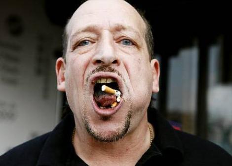 Record mondial: Un american si-a stins 70 de tigari pe limba