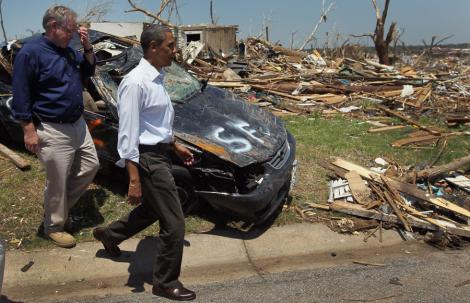 VIDEO! Obama, alaturi de victimele tornadelor