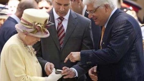 Regina Elisabeta a II-a vrea sa isi cumpere un iPad