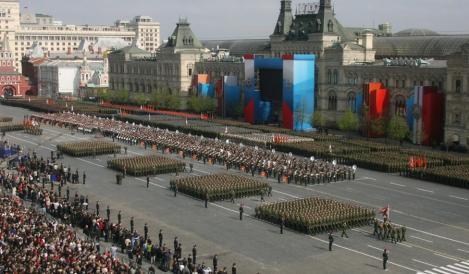 Rusii sarbatoresc Ziua Victoriei: 20.000 de soldati vor marsalui in Piata Rosie