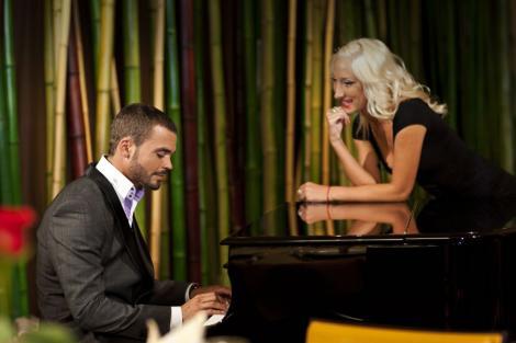 Edward ii canta Ralucai la pian. Fata isi deschide sufletul in fata Burlacului