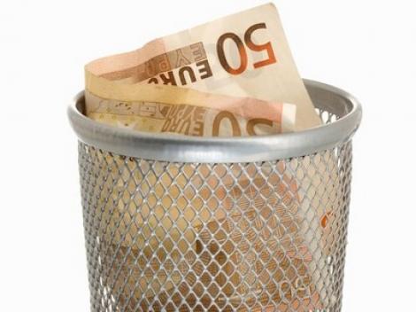 O timisoareanca a aruncat din greseala 10.000 de euro la gunoi