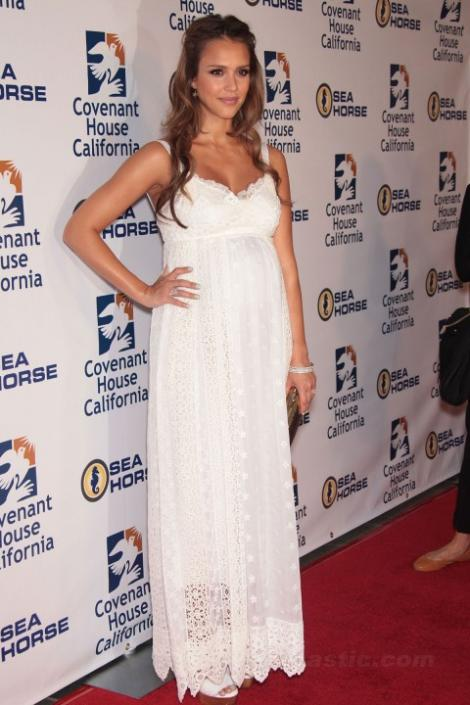 FOTO! Jessica Alba arata de parca nici nu ar fi insarcinata