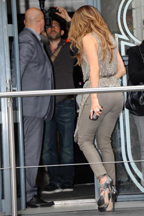 FOTO! Jennifer Lopez isi pune in valoare posteriorul perfect