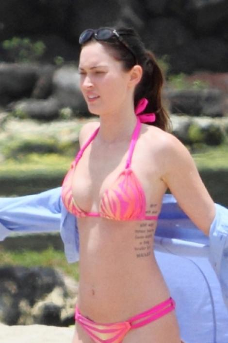 FOTO! Megan Fox, seducatoare in costum de baie