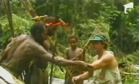 Imagini emotionante: Intalnirea unui trib din Papua Noua Guinee cu civilizatia