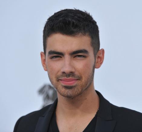 Fanii lui Joe Jonas au astazi ocazia de a vorbi cu el!