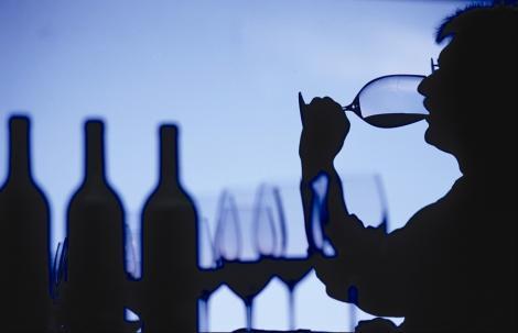 MAI a cumparat alcool in valoare de peste 100 de mii de euro