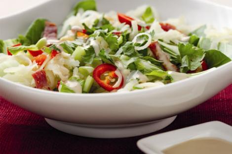 Reteta: salata orientala cu somon afumat