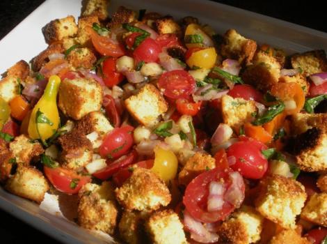 Reteta zilei: panzanella - salata rece pe baza de paine