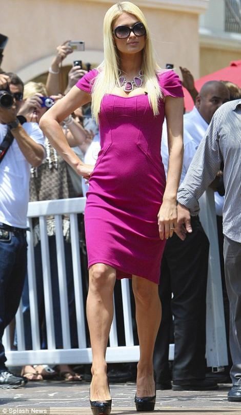 FOTO! Uite ce burta are Paris Hilton!