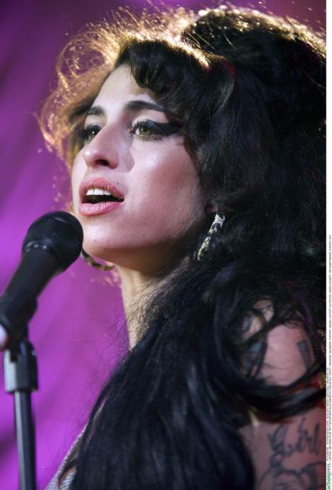 Microsoft isi cere scuze pentru un mesaj in legatura cu moartea lui Amy Winehouse