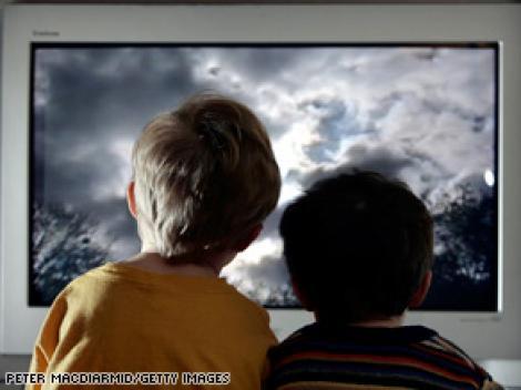 Dezastrele prezentate la TV cresc anxietatea copiilor