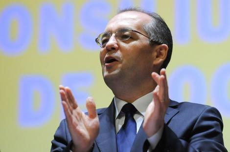 Emil Boc - sportiv, cantaret, muncitor... prim-ministru