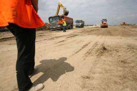 "Infrastructura, o ""prioritate"" pentru Guvern: 500 km de autostrada, intarziati"