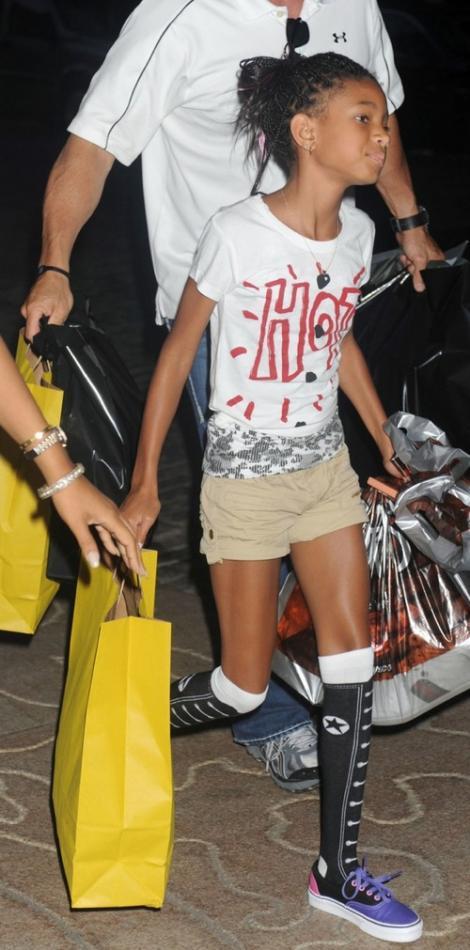 FOTO! Willow Smith lanseaza o noua moda - conversii pana la genunchi