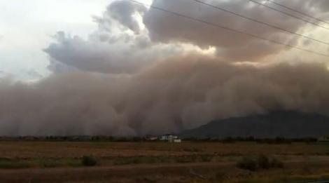 VIDEO! Orasul Phoenix, maturat de o furtuna masiva de nisip!