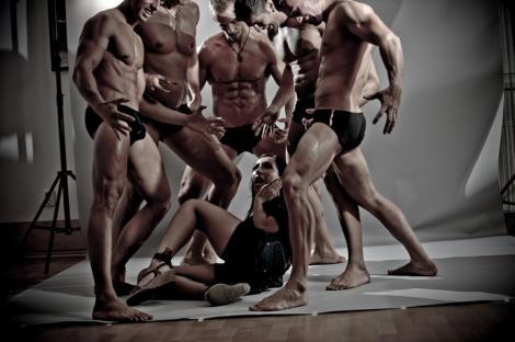 FOTO SOC! Taboo Boys, dezbracati si pusi in lanturi de femei