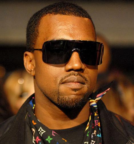 VIDEO! Kanye West a cazut pe scena!