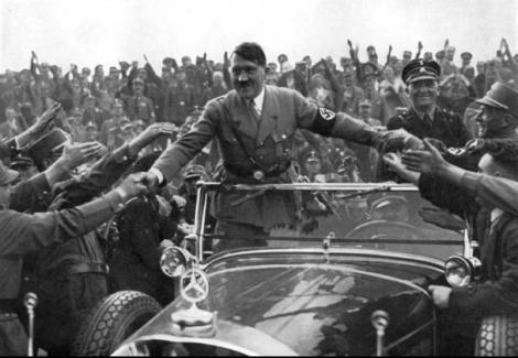 Aliatii au dorit sa-l transforme pe Adolf Hitler in femeie!