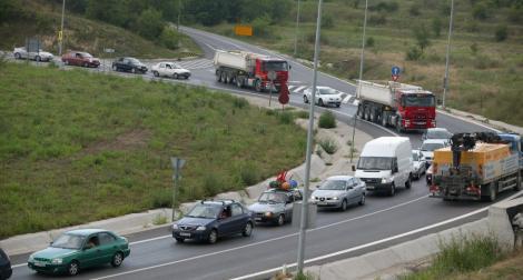 Accident in lant, in Ialomita. Opt autoturisme avariate, cinci victime si trafic intrerupt pe DN2A