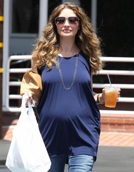 FOTO! Rebeca Gayheart, cu burta de gravida in public