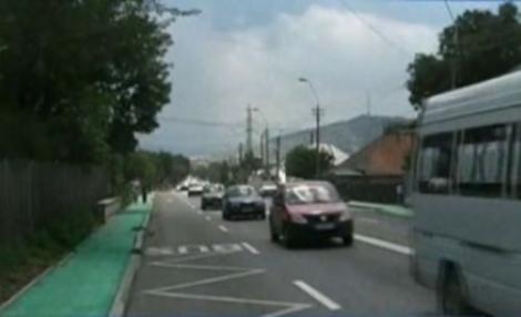 Trotuare in culori politice: Primarul PDL din Piatra Neamt a facut drumurile verzi