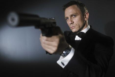 James Bond isi scoate luxul la mezat